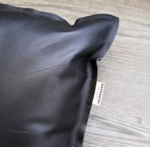 Nahkatyyny 40×40 cm, musta